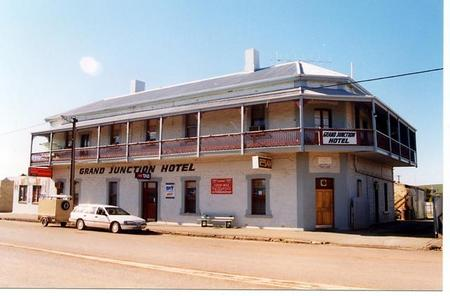Grand Junction Hotel - Perisher Accommodation