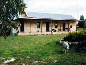Mt Dutton Bay Woolshed Heritage Cottage - Perisher Accommodation