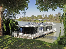 Moving Waters Self Contained Moored Houseboat - Perisher Accommodation