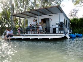 The Murray Dream Self Contained Moored Houseboat - Perisher Accommodation