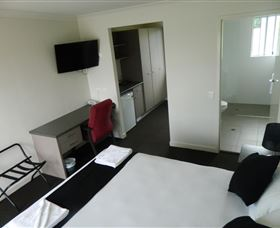Dooleys Tavern and Motel Springsure - Perisher Accommodation