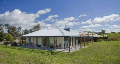Country Guesthouse Schonegg - Perisher Accommodation