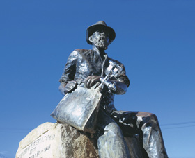 Paddy Hannans Statue - Perisher Accommodation