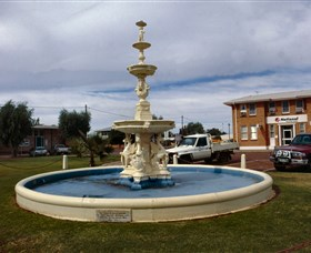 Cunnamulla War Memorial Fountain - Perisher Accommodation