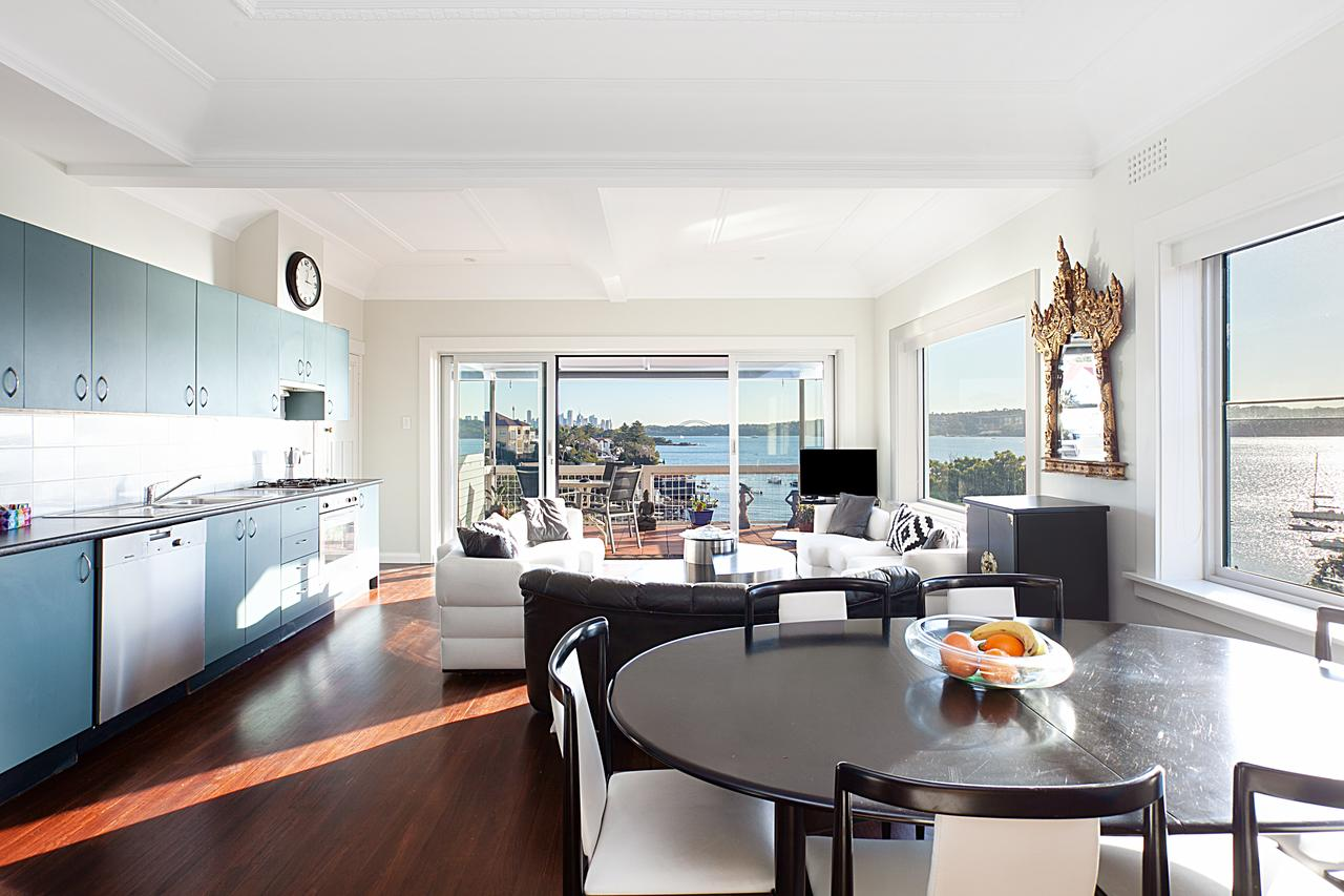 Art Deco Apartment With Breathtaking Water Views - Perisher Accommodation